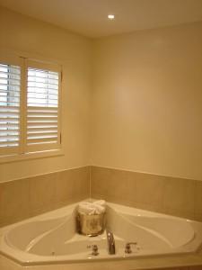 Bathroom-2-lighting-by-vicamp-electrical
